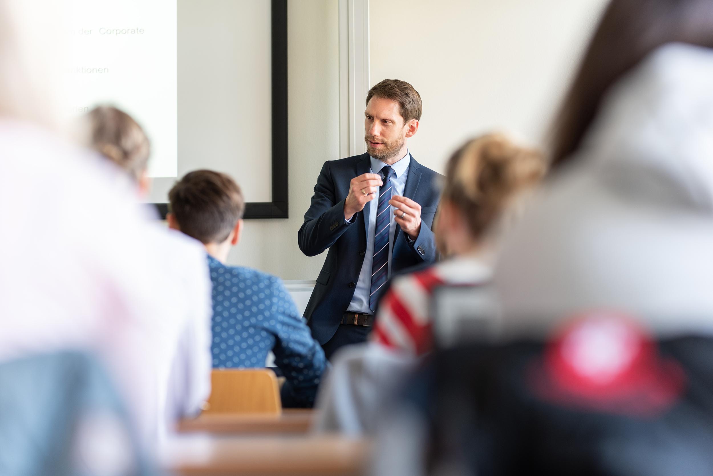 Lehrkraft für besondere Aufgaben (m/w/d) mit dem Aufgabengebiet »Wirtschaftsmathematik und SCM